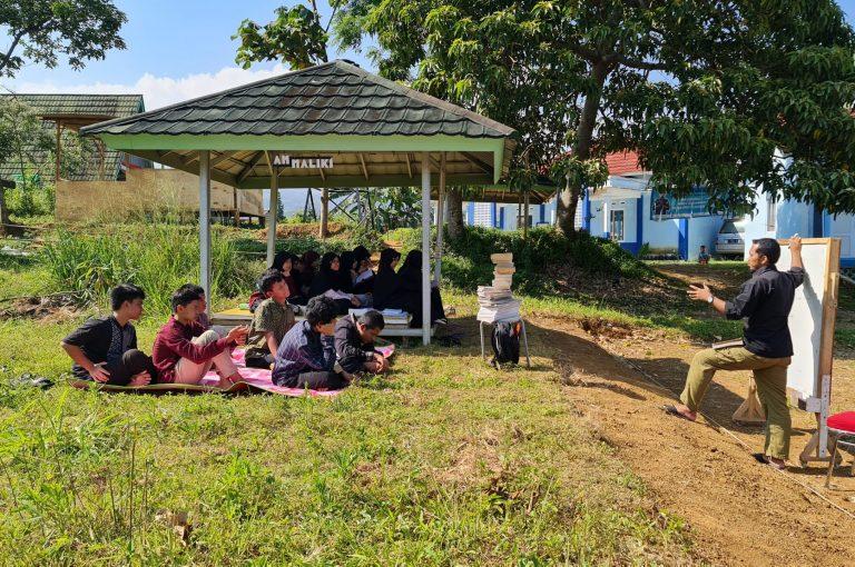 LITERASI B. INDONESIA